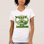 Leprechauns del amor de la paz camisetas