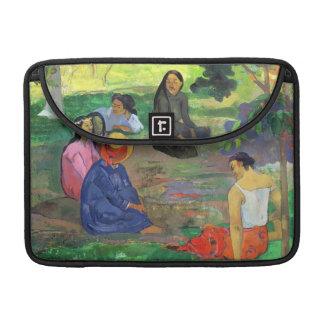 Les Parau Parau (The Gossipers) MacBook Pro Sleeve
