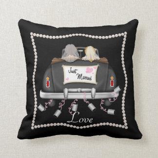 LESBIAN WEDDING GIFT Chic Love Pillow