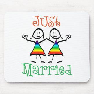 Lesbiana apenas casada mouse pads