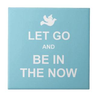 Let va y sea en el now - cita espiritual - azul teja cerámica