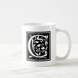 Letra adornada C de la tipografía Taza De Café