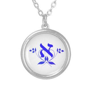 Letra Alef con el collar de la flor