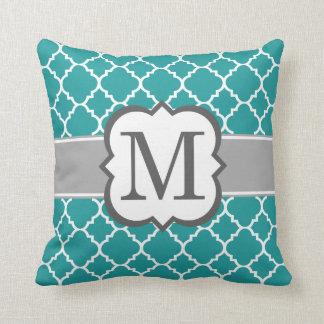 Letra azul M Quatrefoil del monograma del trullo Cojín