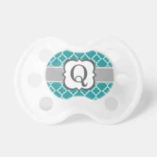 Letra azul Q Quatrefoil del monograma del trullo Chupete