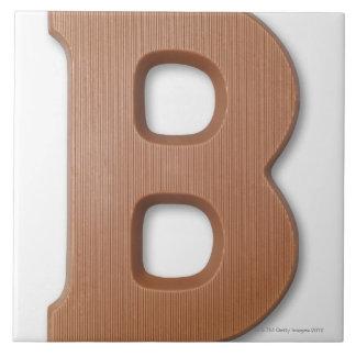 Letra b del chocolate azulejo cuadrado grande