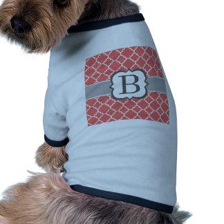 Letra blanca coralina B Quatrefoil del monograma Camiseta Con Mangas Para Perro