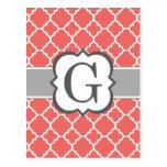 Letra blanca coralina G Quatrefoil del monograma Postal