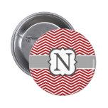 Letra blanca roja N Chevron del monograma Pin Redondo De 2 Pulgadas