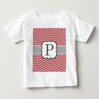 Letra blanca roja P Chevron del monograma Playera De Bebé