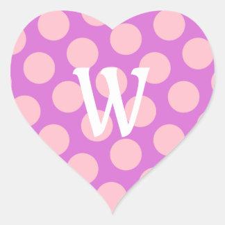 Letra blanca W en puntos rosados Pegatina En Forma De Corazón