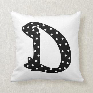 Letra blanco y negro personalizada D del lunar Almohadas