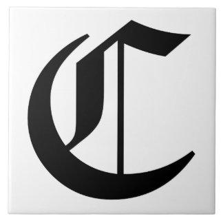 Letra C de Cantorbery en negro en el monograma Azulejo Cuadrado Grande