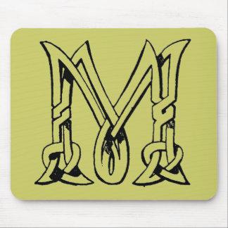 Letra céltica M del monograma del nudo del vintage Alfombrilla De Ratones