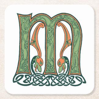 Letra céltica M, diseño del nudo del irlandés Posavasos De Cartón Cuadrado