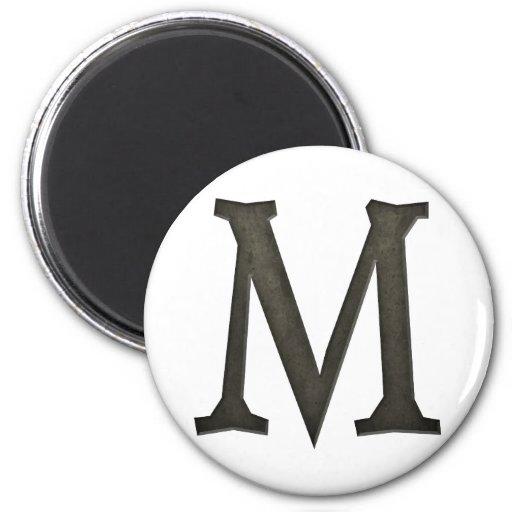 Letra concreta M del monograma Imán Redondo 5 Cm