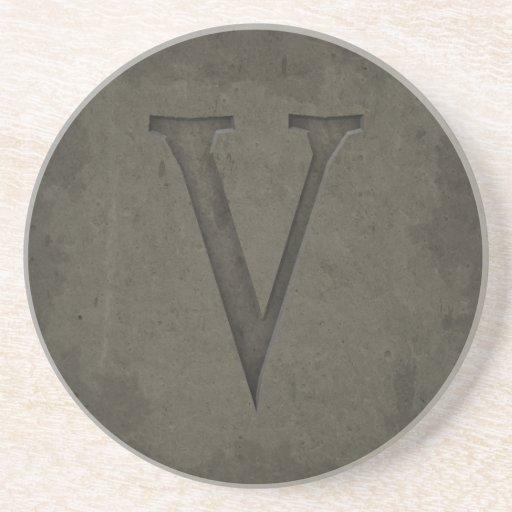 Letra concreta V del monograma Posavasos Diseño