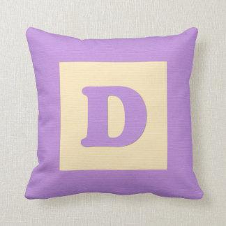 Letra D de almohada de tiro del bloque hueco del b