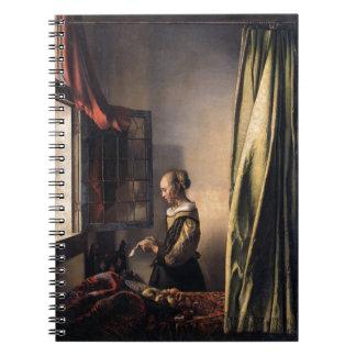 Letra de la lectura del chica en la ventana cuaderno
