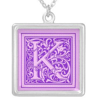 Letra decorativa púrpura y rosada K del casquillo Colgante Cuadrado