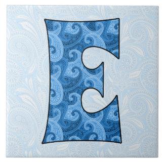 Letra E - Paisley azul con monograma teja de 6 pul