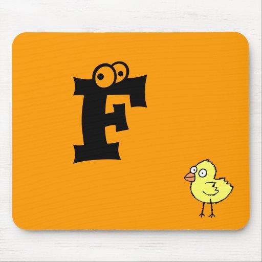 Letra enrrollada F de Mousepad del monograma del p