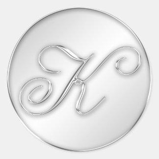 Letra favor de plata del monograma de la inicial d etiquetas redondas
