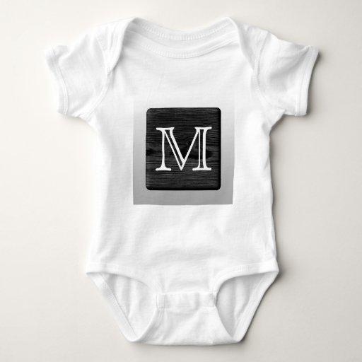 Letra impresa del modelo y del personalizado. tee shirt