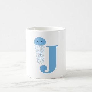 Letra J y taza de las medusas