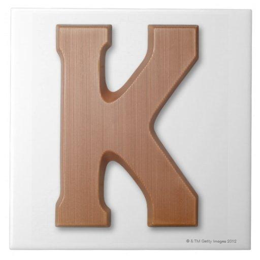 Letra k del chocolate azulejo cuadrado grande