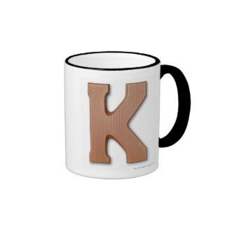 Letra k del chocolate taza de dos colores