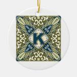 Letra K del monograma de la piedra preciosa grabad Ornamentos De Navidad