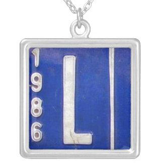 Letra L collar del vintage de la placa