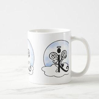 Letra las nubes del ángel del monograma w de la in taza de café