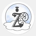 Letra las nubes del ángel del monograma w de la etiqueta redonda