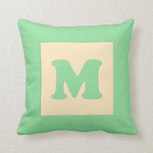 Letra M (verde) de almohada de tiro del bloque hue