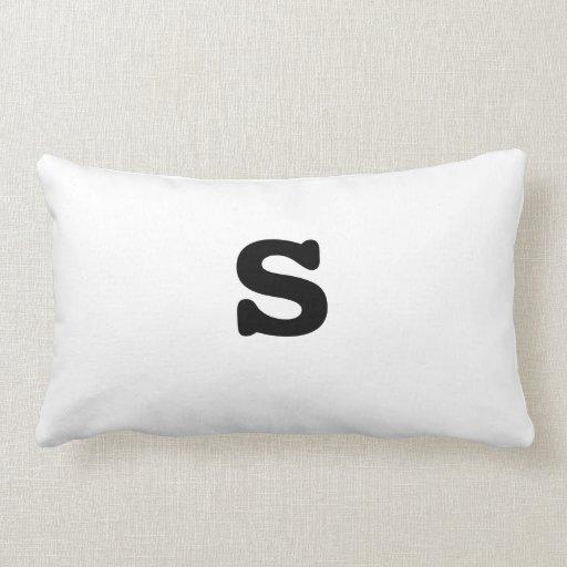 Letra minúscula s de la almohada blanco y negro de