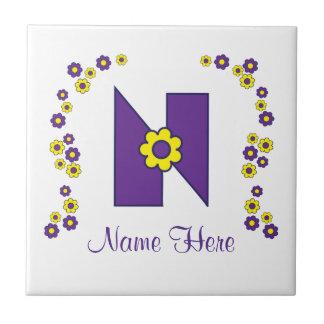 Letra N en monograma de la púrpura de Flores Azulejo Cuadrado Pequeño