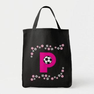 Letra P en tote del monograma del rosa del fútbol Bolsa Tela Para La Compra