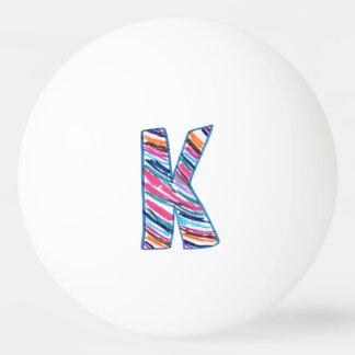 Letra rayada Mano-Coloreada K en blanco Pelota De Tenis De Mesa