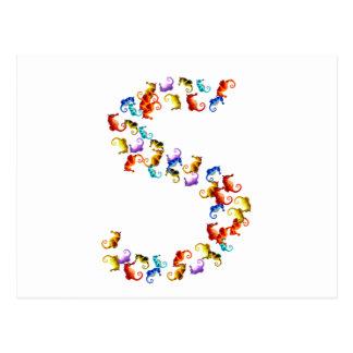 Letra S hecha fuera de gráficos coloridos del Postales