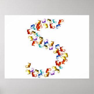 Letra S hecha fuera de gráficos coloridos del seah Póster