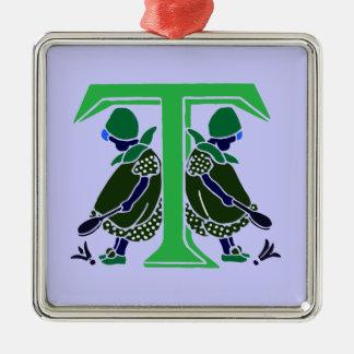Letra T del Victorian con 2 niñas lindas oscuras Adorno Cuadrado Plateado