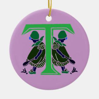 Letra T del Victorian con 2 niñas lindas oscuras Adorno Redondo De Cerámica