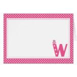 Letra W con la tarjeta de nota del espacio en blan