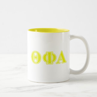 Letras amarillas alfa de la phi de la theta taza de dos tonos