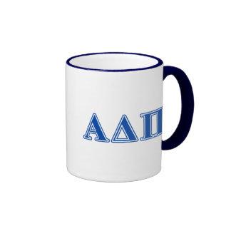 Letras azul marino alfa del delta pi taza de dos colores