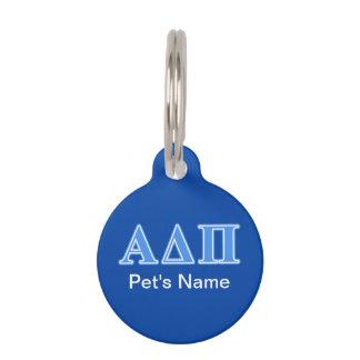 Letras azules claras alfa del delta pi placa de mascota