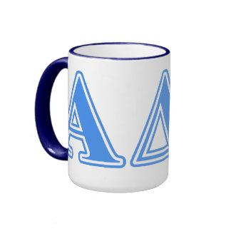 Letras azules claras alfa del delta pi taza a dos colores
