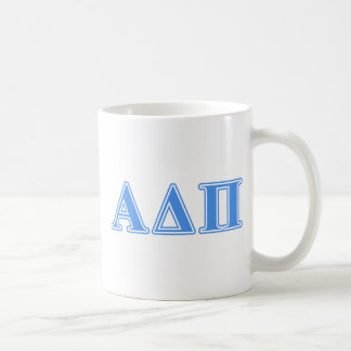 Letras azules claras alfa del delta pi taza clásica